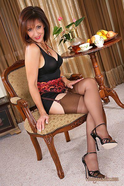 Roni's Shiny Nylon Stocking Seduction