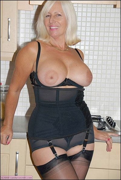 Housewife Sandy Strips Down To Her Girdle & Stockings