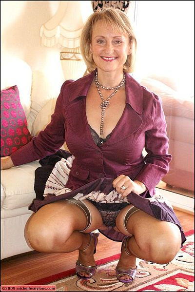 Mature Housewife Michelle Enjoys Dressing In Stockings