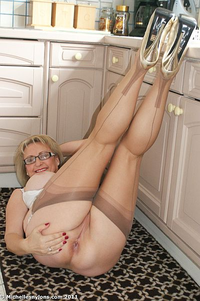 Michelles Nylons Mature Stockings Wife In Suspenders Needs Guys To Cum And ...