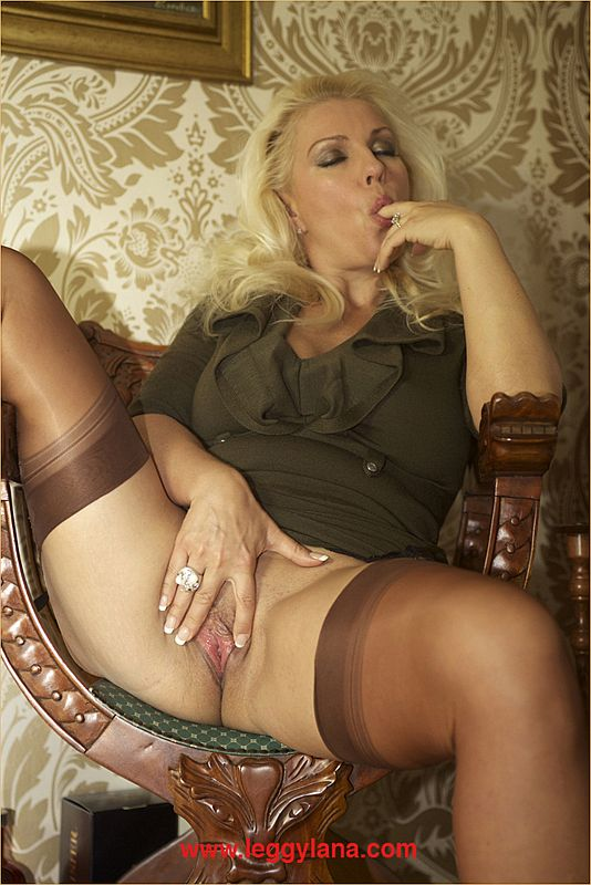Lana Cox – Classy Lady Masturbating In Coffee Coloured Nylon Stockings And Heels